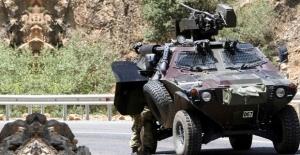 Hakkari'de zırhlı araca saldırı!