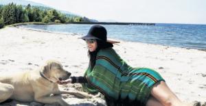 "Hande Yener'e, ""İstersen Rihanna ol Miami'de beach açamazsın"""