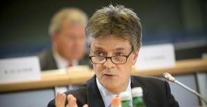 İngiltere Avrupa Birliği Komisyonu Başkanı Jonathan Hill görevinden istifa etti!