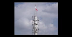 İzmit'te minare inşaatında çalışan işçi aşağıya düştü.