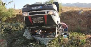 Kayısı toplamak için Malatya'ya giden işçiler kaza yaptı, 24 yaralı