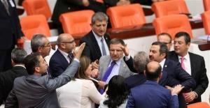 Meclis'te 'silahlı PKK' gerginliği