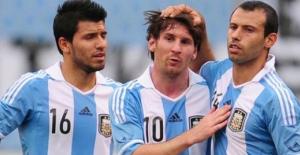 Messi'den sonra Agüero, Higuain, ve Lavezzi'de milli takımı bırakıyor