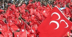 MHP'li Nuri Okutan'dan flaş karar!