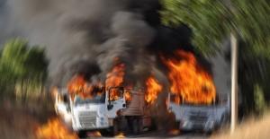 PKK Van'da İran plakalı 5 TIR'ı ateşe verdi!