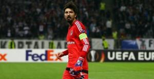 Tolga Zengin 3 yıl daha Beşiktaş'ta