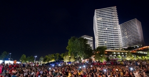 Türkiye-İspanya Maç Keyfi Zorlu Center'da Dev Ekran Kuruldu