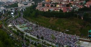 Türkiye'nin en büyük iftar sofrası Sular Vadisi'nde kuruldu