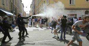 UEFA harekete geçti, Rus taraftarlar Fransa'dan sınır dışı edildi