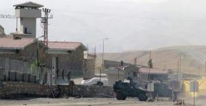 Van'da karakola bombalı araçla saldırı: 3 asker yaralı!