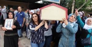 Vezneciler bombacısı Eylem Yaşa'yı omuzlayarak toprağa verdiler!