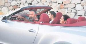 Araba aşığı Cem Yılmaz, Bodrum'u milyon dolarlık Bentley ile turladı