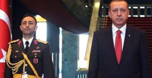 Cumhurbaşkanı Erdoğan'ın yaveri Fuat Avni'ye bilgi aktardığı için gözaltına alındı
