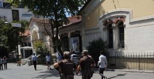 İstiklal Caddesi'nde kuş uçurtulmuyor