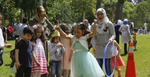Kızılay'dan Suriyeli Mültecilere Bayram