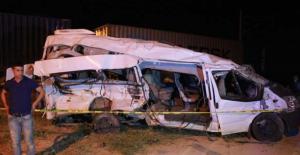 Niğde'de tren ile servis aracı çarpıştı: 3 ölü, 13 yaralı