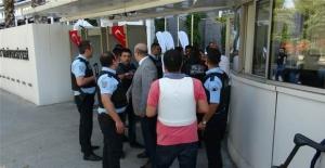 Rektör koruması polis, polise ateş açtı