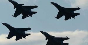 Rus jetleri Suriye'de IŞİD'i vurdu!