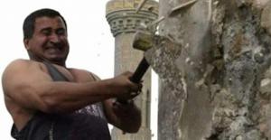 """Saddam'ın heykelini yıkan Iraklı adam, """"Pişmanım"""""""