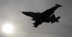 Suriye'de savaş uçağı düştü, pilot esir alındı