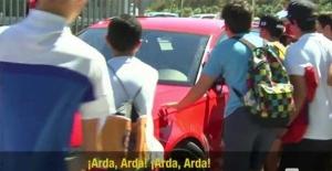 Arda Turan'ın aracına taraftarlardan küfürlü saldırı!