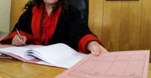 Kadın hakim duruşma esnasında gözaltına alındı