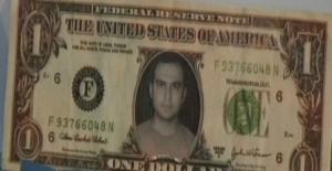 Üstünde kendi fotoğrafı bulunan 1 dolarla yakalandı!