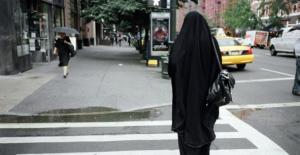Amerika'da çarşaflı bir kadın canlı canlı yakılmak istendi