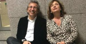 Can Dündar'ın eşi Dilek Dündar yurt dışına çıkarken pasaportu iptal edildi