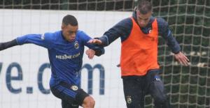 Van Persie antremanda gol oldu yağdı