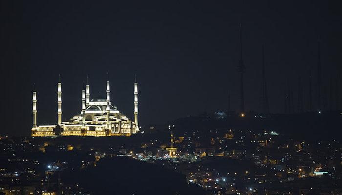 Çamlıca Camii'nde ilk ezan okundu ve ilk ibadet gerçekleştiriliyor!