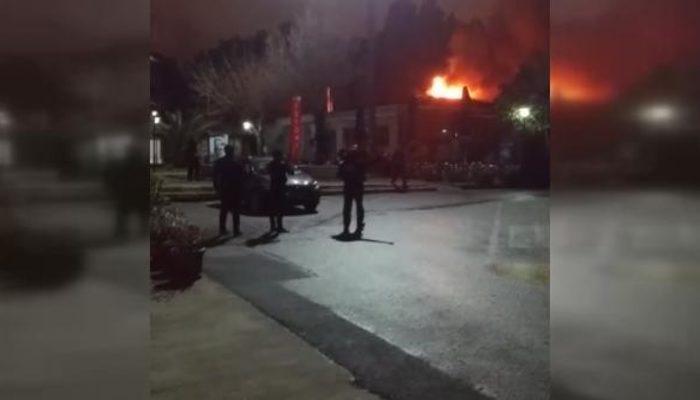 İstanbul'da yangın! Çok sayıda ekip bölgede