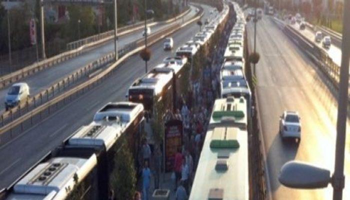 Uzunçayır'da metrobüs arızası!