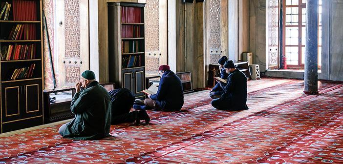 Vâkıa Suresi 11. Ayet Meali, Arapça Yazılışı, Anlamı ve Tefsiri