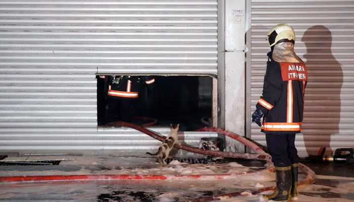 Yangın çıkan oto tamircide ilginç görüntü! Ekiplerden önce o teftiş yaptı