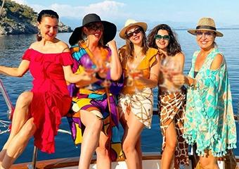 'Yasak Elma' dizisinin güzel oyuncuları tatilde