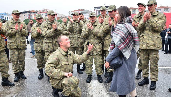 Yemin eden askerden törende evlilik teklifi