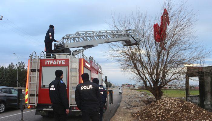 Yerinden kopan dev Türk bayrağı ekipleri seferber etti