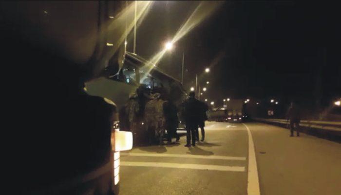 Yolcu otobüsünde dehşet! Otobüs kontrol noktasında durunca ateş etmeye başladı!