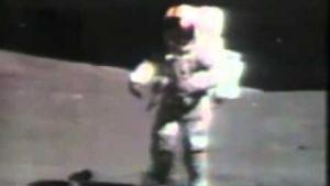 Uzayda Taşa Takılıp Düşen Astronot